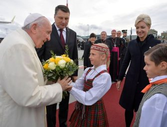 La diretta di 24emilia. Papa Francesco a Riga