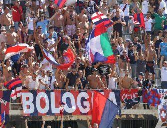 Bologna, tifosi Lazio cantano 'Me ne frego'