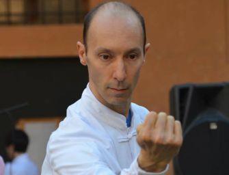 Lezione di Tai Chi in piazza Prampolini con il maestro Zaffelli