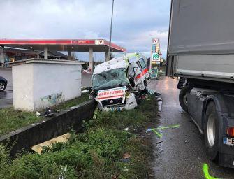 Borgo Val di Taro. Ambulanza e automedica contro camion: muore volontaria, 4 feriti