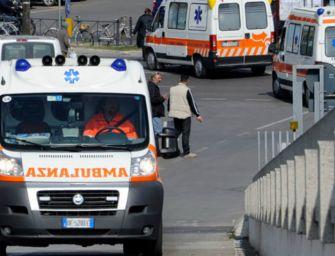 Si stacca calcestruzzo su A14, ferita una donna