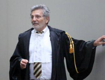 Giudice Aemilia processa Oscar Wilde