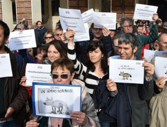 Giornalisti in piazza a difesa dell'informazione. E Di Maio attacca ancora gli editori