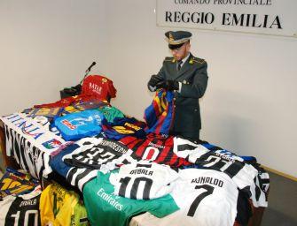 Da Messi a Cristiano Ronaldo e Dybala, da Icardi a Higuain. A Reggio le maglie taroccate