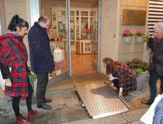 Reggio senza barriere: 68 negozi del centro pienamente accessibili ai disabili