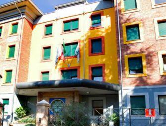 Reggio. Contratto e salari bassi: si ferma la sanità privata, presidio al Salus Hospital