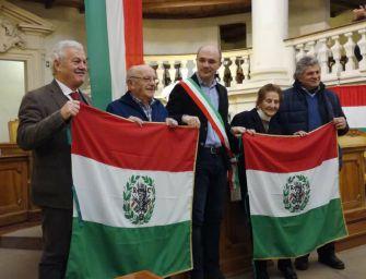 Reggio. Il sindaco Vecchi consegna il Primo Tricolore ai partigiani