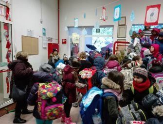Reggio, dopo i crolli riaperte le elementari di Rivalta: alunni in classe