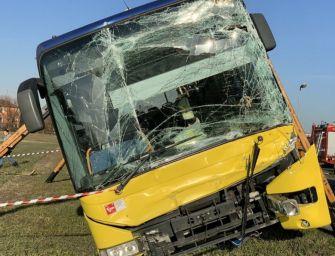 Modena. Scontro tra bus e 2 camion: studenti contusi. Strada Bellaria chiusa 3 ore
