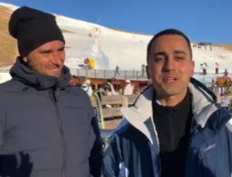 Di Maio-Di Battista sugli sci: stop privilegi