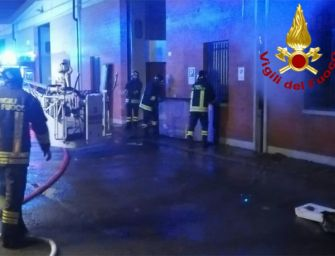 Reggio, nella notte a fuoco un deposito di componenti per assemblaggio pc