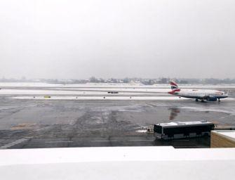 La neve a Bologna crea disagi al Marconi: 15 voli deviati o cancellati