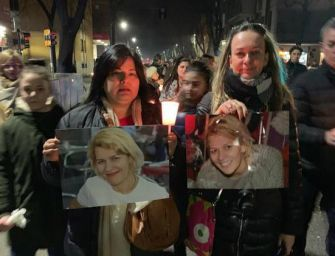 Fu uccisa a coltellate e bruciata a Modena, in mille sfilano al corteo in sua memoria