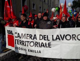 'Futuro al lavoro', sindacati in piazza: governo cambi rotta