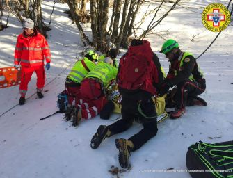 Monte Ventasso, sciatore 24enne di Reggiolo contro un albero: ferito