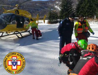 Lago Ballano, escursionista scivola sul ghiaccio e precipita per 50 metri: trauma toracico e cranico, ma è salva
