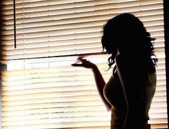 Molinella. Spiava l'ex moglie nascondendosi in giardino, 52enne arrestato per stalking