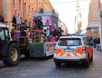 Bologna. Bimbo cadde dal carro di Carnevale e morì: tre indagati, c'è anche la mamma