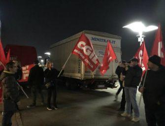 Reggio. Appalti Zara: blocco delle merci con tensione 'I Petali'