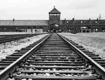 Preside, post su pass che rievoca Auschwitz