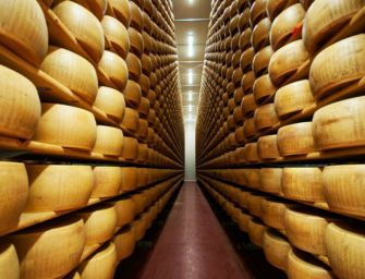 Parmigiano-Reggiano, ritiro 196 forme