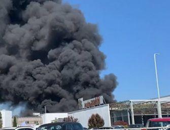 Incendio all'Autozatti di Lentigione, sarebbero circa 80 i mezzi distrutti