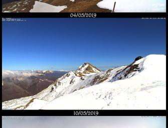 La neve caduta a maggio ha modificato il profilo della vetta del Cusna