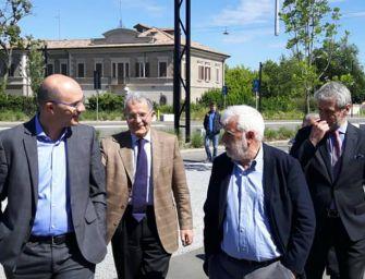 Prodi in visita alle Reggiane: Vecchi non ha bisogno di consigli, sa come si vince