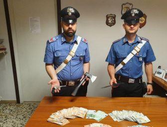 Con accetta e coltello rapinano il Famila: 2 in arresto