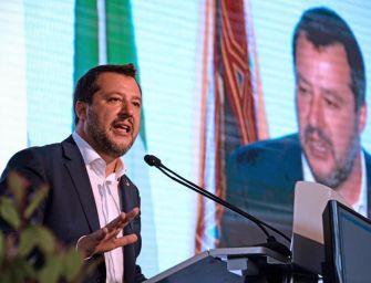Folla, selfie e qualche fischio per Salvini
