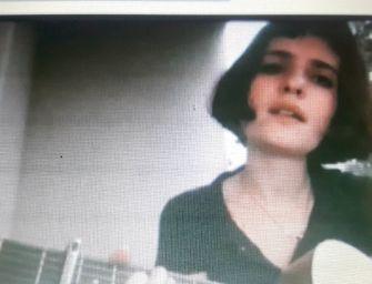 """Violetta Zironi per 24emilia """"Mi sono innamorato di te"""" di Luigi Tenco"""