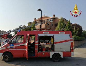 San Lazzaro di Savena: cade dal terrazzo e resta appeso al balcone, salvato dai vigli del fuoco