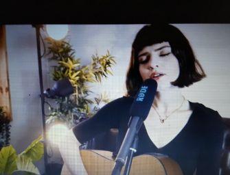 La cantautrice reggiana Violetta Zironi per 24emilia (2 video)