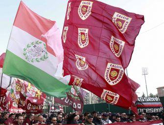 Centenario del club, la bandiera della Reggiana sventola dal Comune