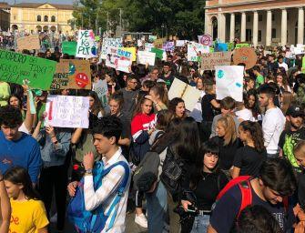 Per il clima in migliaia a Reggio (foto-video)