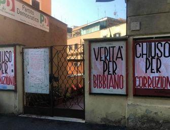 """""""Verità per Bibbiano"""" e """"Chiuso per corruzione"""": vandalizzati tre circoli del Pd a Roma"""