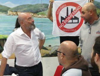 No-biogas, blitz dei comitati a Bagnolo per incontrare Bonaccini