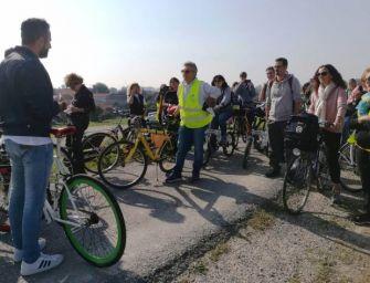 """A Luzzara un gruppo di insegnanti e dirigenti reggiani per la """"gita sostenibile"""" in treno e bicicletta"""