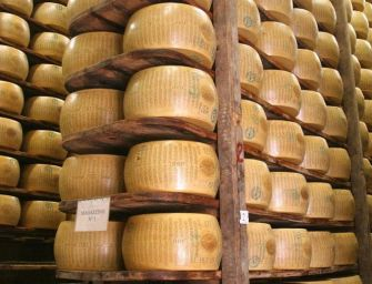 Scattati i dazi di Trump, colpito il Parmigiano-Reggiano (25%). La Regione: difenderemo i nostri prodotti