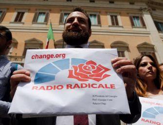 Scontro M5s-Pd sui fondi a Radio Radicale