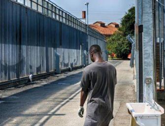 A Bologna riapre come centro di accoglienza straordinaria per i migranti l'ex hub di via Mattei