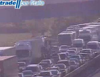 Uomo sul viadotto convinto a scendere: traffico regolare in A1