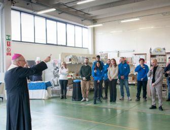 Il vescovo Camisasca benedice i nuovi locali del Cib a Mancasale