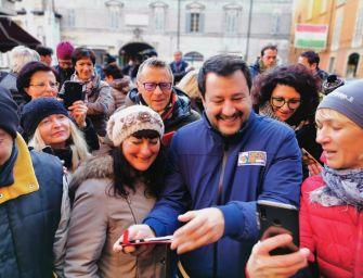 Blitz di Salvini di prima mattina in piazza Prampolini: un caffettino?