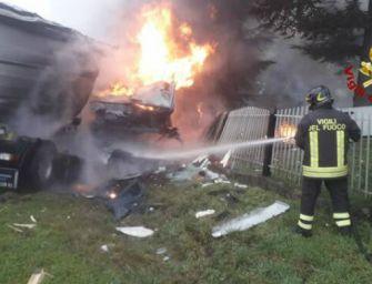 Schianto fra tir a Poviglio, camionista muore carbonizzato