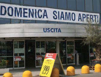 A Reggio continua la raccolta firme della Filcams-Cgil per regolamentare le aperture domenicali e festive