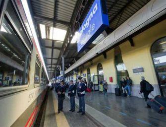 Ragazza di 24 anni aggredita e rapinata in stazione a Bologna dalla sorella e da un'amica