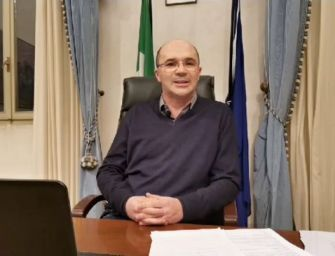 """Il sindaco di Reggio Vecchi: """"Coronavirus, per vincere la sfida cerchiamo di stare in casa"""""""
