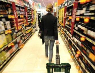 Supermercati aperti domenica. Cgil: errore