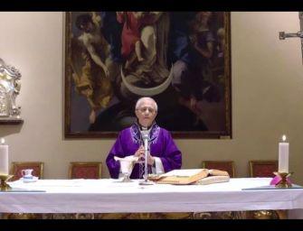 Coronavirus, a Piacenza il vescovo celebra la messa domenicale in diretta streaming